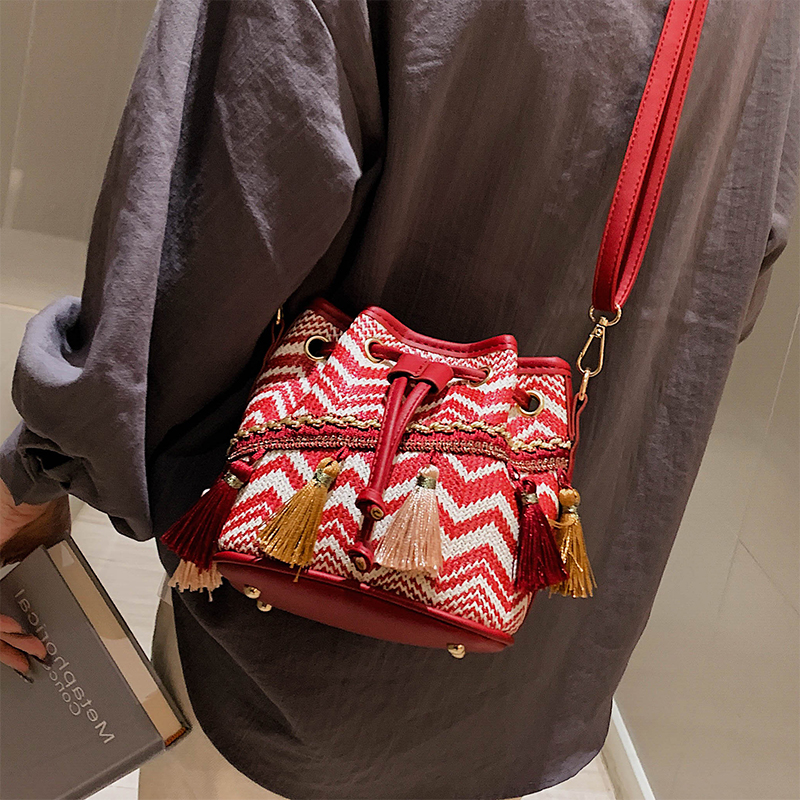 Polyester Cotton Ladies Woven Bucket Bag Fashion Tassel Color Matching Ladies Shoulder Bag High Quality Ladies Messenger Bag