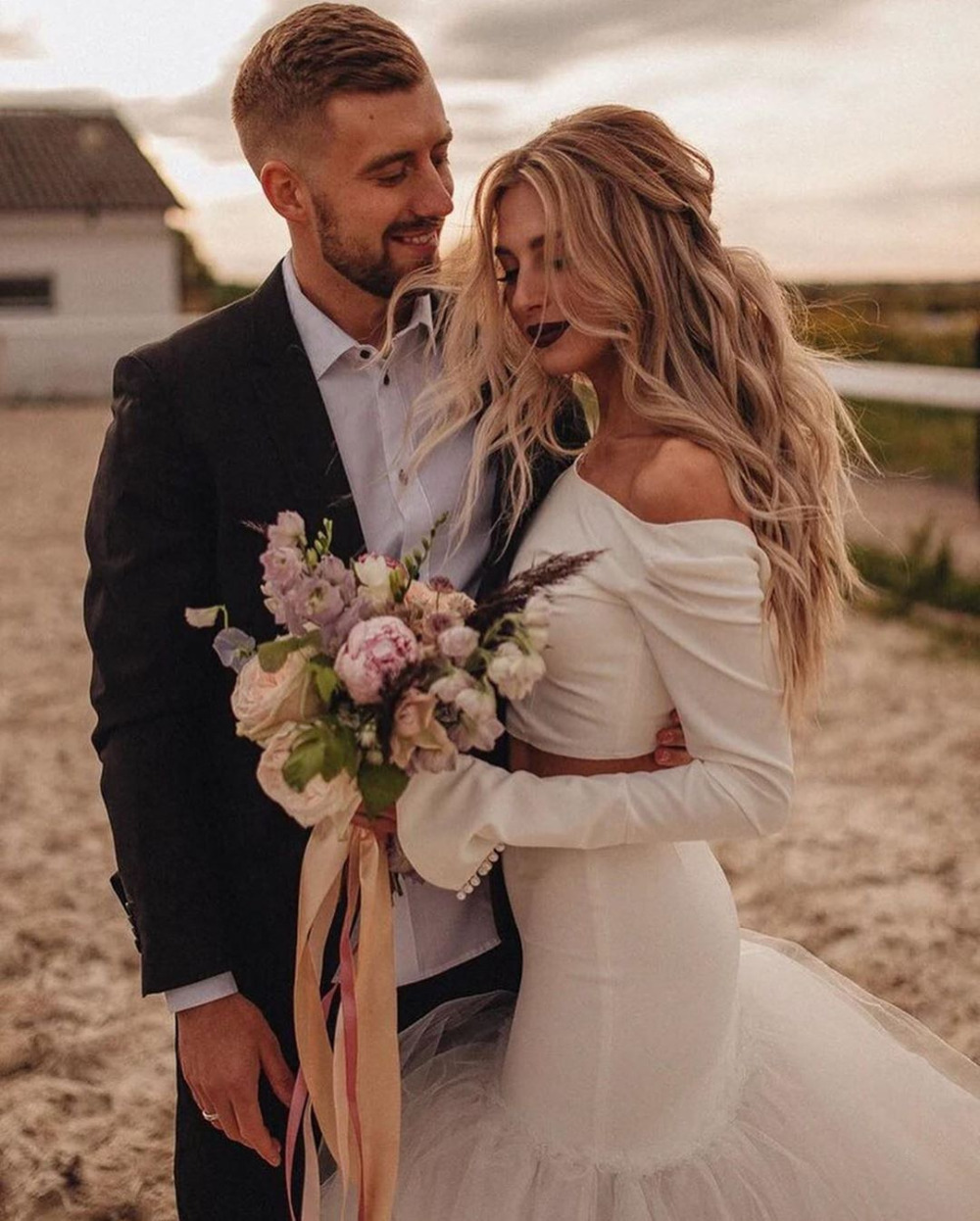 wedding : Bohemian Vintage Two Pieces Wedding Dresses 2021 Robe De Mariee New Vintage Long Sleeve Bridal Gown O-Neck Beach Wedding Gown