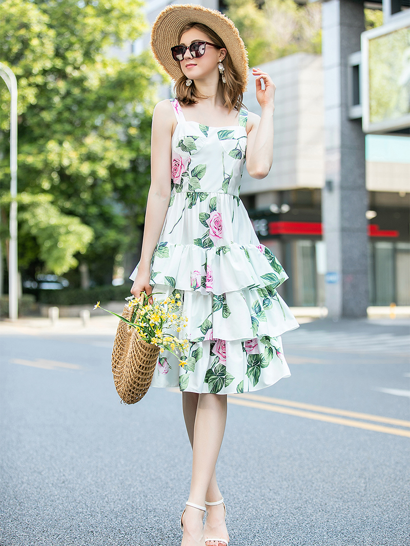 2020 Summer Goddess Sexy Suspender Dress Cake Dress With Waist Closed To Show Thin Air Pressure Pleated Age Dress