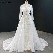 Vestido de noche blanco de cuello alto, desmontable, tren, manga larga, plumas, perlas, Formal, Serene Hill, HM67052, 2020