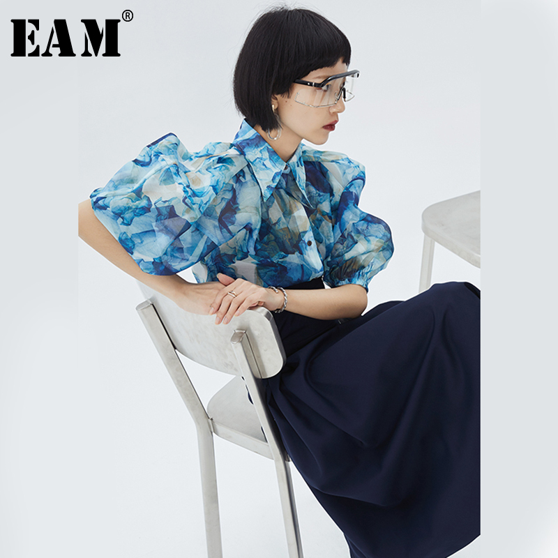 [EAM] Women Blue Pattern Printed Three-dimensional Blouse New Lapel Half Sleeve Loose Fit Shirt Fashion Spring Summer 2020 1S974