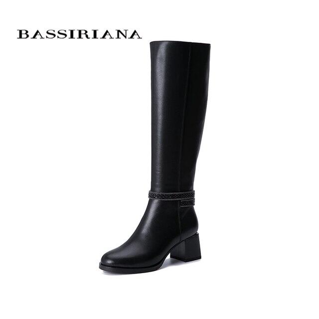 Botas de inverno das mulheres novas BASSIRIANA2019. Pele natural quente. Luta de pele. Parte inferior antiderrapante de borracha. Sapatos baixos.