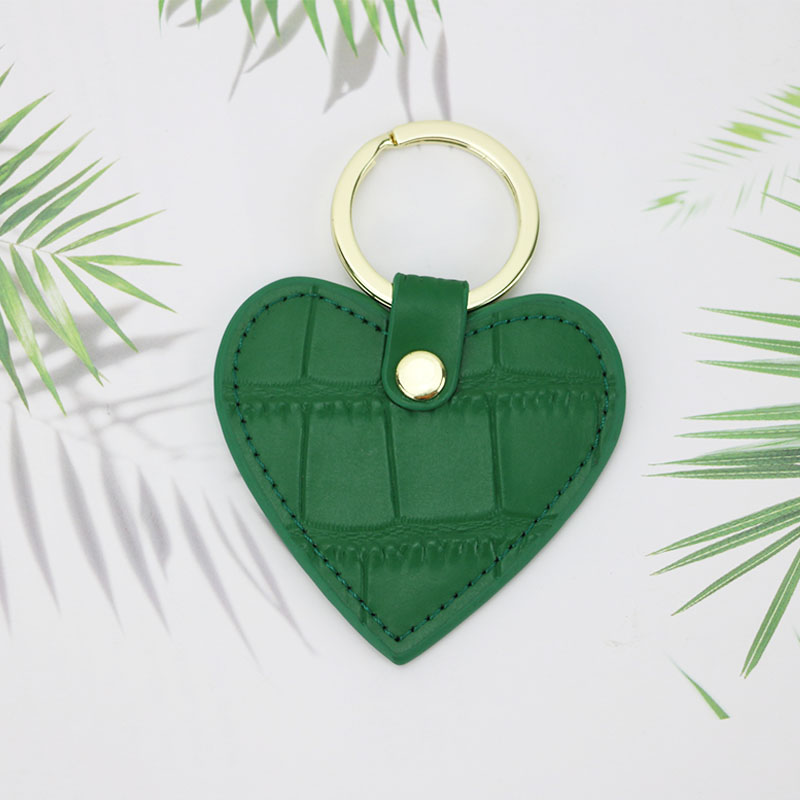 Free Customized Letters Ladies Corcodile Pattern Cow Leather Heart Keychain Key Holder For Women Key Ring Chain Female Keyring
