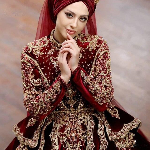 Фото винтажное мусульманское бордовое свадебное платье с длинным