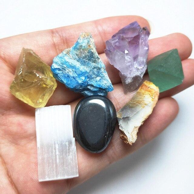 Фото шероховатый минеральный кристалл камень натуральная смесь сырой