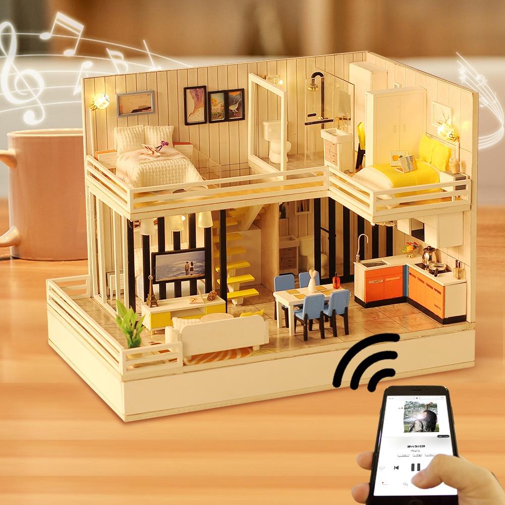 Oyuncaklar ve Hobi Ürünleri'ten Oyuncak Bebek Evleri'de Yeni Dollhouse Kiti Bluetooth Ses ile ahşap bebek evi mobilya Diy Oyuncaklar Çocuklar için En Iyi noel hediyesi'da  Grup 1