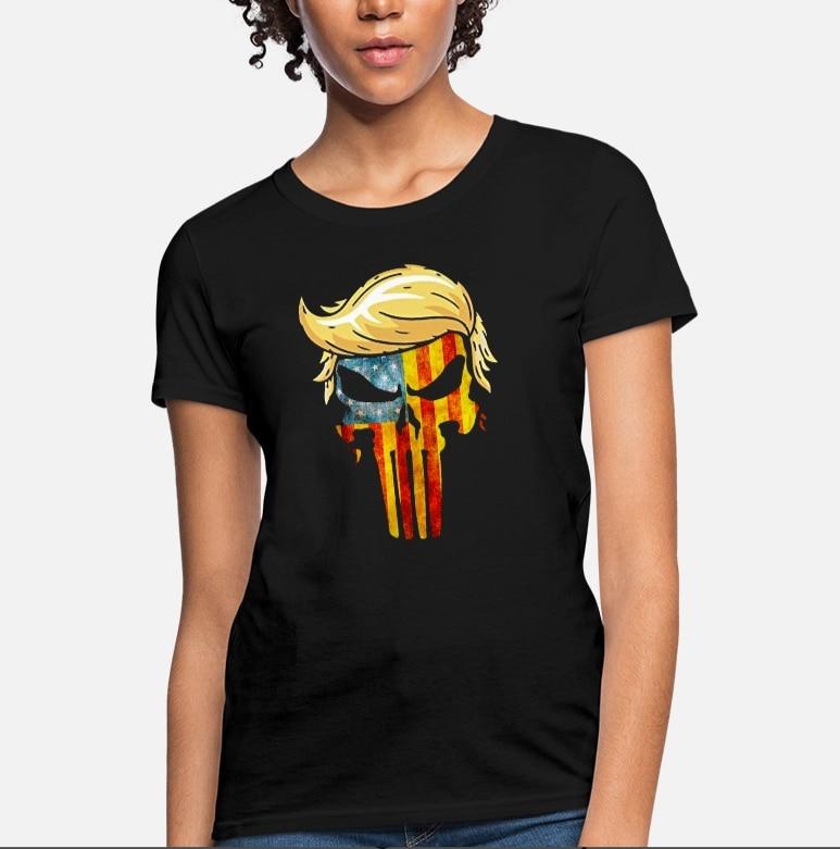 Camiseta feminina crânio com icônico trump cabelo presidente bandeira