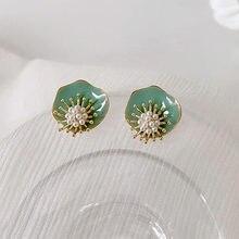 Pendientes de flores de perlas verdes para mujer, aretes de tuerca de estilo Vintage del joker, 2020