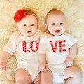 Любовь две s унисекс s одинаковая Twin боди для маленьких мальчиков и девочек, летние шорты с длинными рукавами комбинезон с сердечками, костюм...