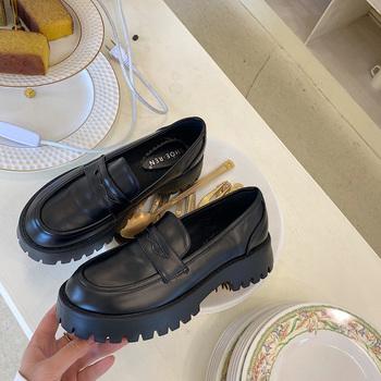 Boussac czarny Punk platforma kobiety mokasyny okrągły nosek Chunky Heel Vintage buty kobiety Slip on szpilki kobiety pompy tanie i dobre opinie podstawowe Kwadratowy obcas Mikrofibra Med (3 cm-5 cm) Dobrze pasuje do rozmiaru wybierz swój normalny rozmiar moda RUBBER