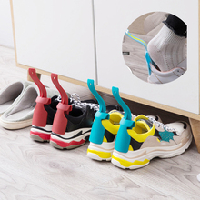 Leniwy pomocnik do butów Unisex rękojeść łyżka do butów łatwe zakładanie i zdejmowanie butów podnoszenie butów pomocnik do butów łatwe zdejmowanie butów but solidna pomoc poślizgowa tanie tanio Wieszak na buty Shoe support Lazy Unisex Wear Shoe Horn Helper Shoehorn Shoe Easy on and off Shoe Sturdy Slip Aid Wear Shoe Helper Lifters