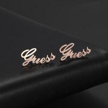 Cazador personalizado placa de nome brincos de aço inoxidável personalizado cursive fonte placa de identificação brincos para o presente feminino jóias