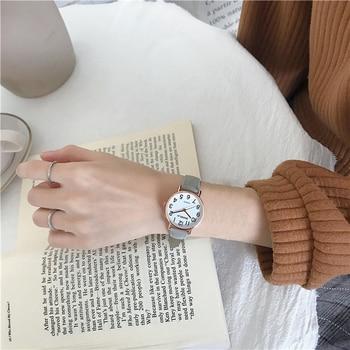 Â�ルブランドシンプルな女性はヴィンテージグリーン革バンドクォーツ腕時計ファッションレディースドレス時計 Zegarek Damski Â�ン