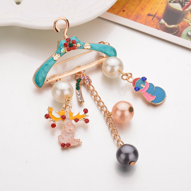 Gariton Imitation Pearl Brooches Pins Cute Deer Pendant Jewelry Gold Color Rhinestone Brooches For Women Christmas Gifts in Brooches from Jewelry Accessories