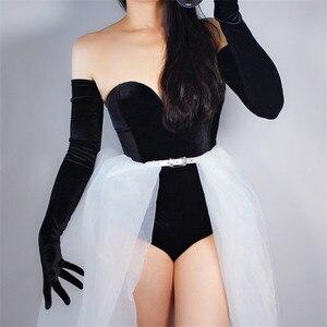 Image 1 - Kadife eldiven 70cm ekstra uzun siyah Opera kadın yüksek elastik kuğu kadife altın kadife dokunmatik ekran kadınlar akşam eldiven WSR26