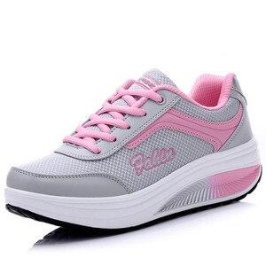 Image 4 - COWCOM Весенняя спортивная обувь, женская обувь для отдыха, увеличивающие рост туфли на толстой подошве, женская обувь фиолетового цвета, размеры 33