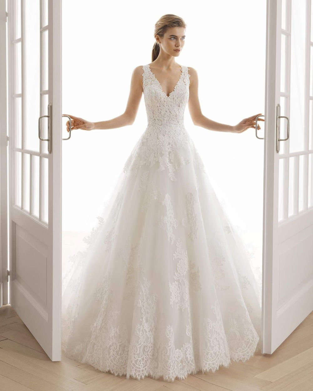 Free Shipping 2019 New Design Hot Sale Formal Gown Sweetheart Ball Gown Lace Appliques White Custom Bridal Long Wedding Dresses