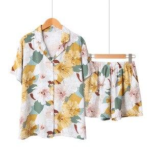 Image 1 - Yaz saten kısa kollu Pijama kadınlar için dönüş yaka yaka Pijama çiçek baskı Pijama Mujer şort ev giysileri Pj seti