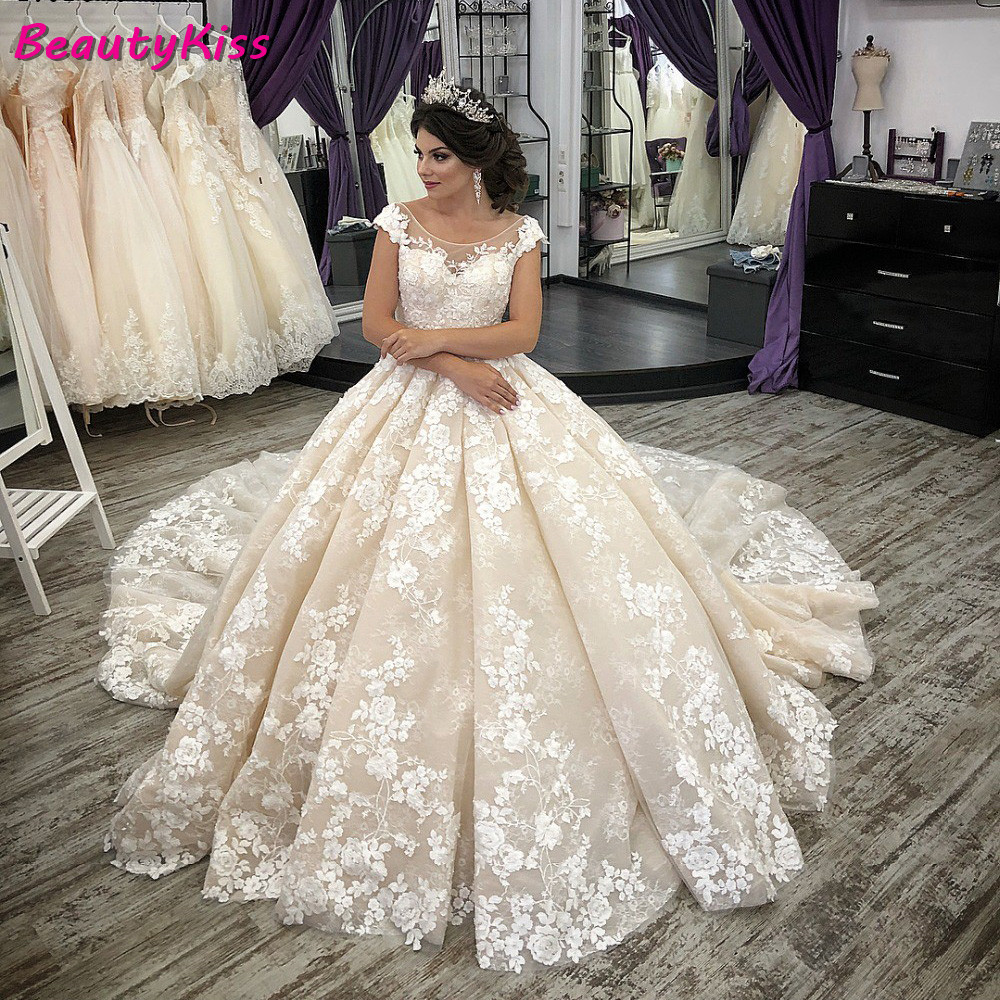 2020 Champagne Ball Gown Wedding Dresses Appliques Vestidos Cap Sleeves Lace Up Back Puffy Princess Wedding Gowns