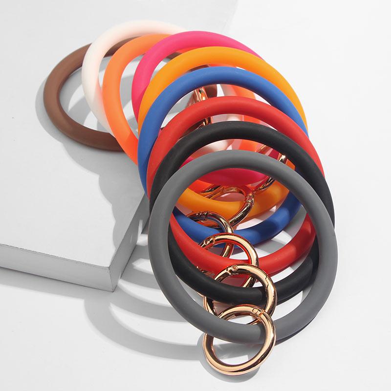 JUST FEEL Fashion O Silica Gel Wear Bracelet Keychain For Women Gifts Trendy Exaggerated Circle Wristlet Keychain Unisex Jewelry