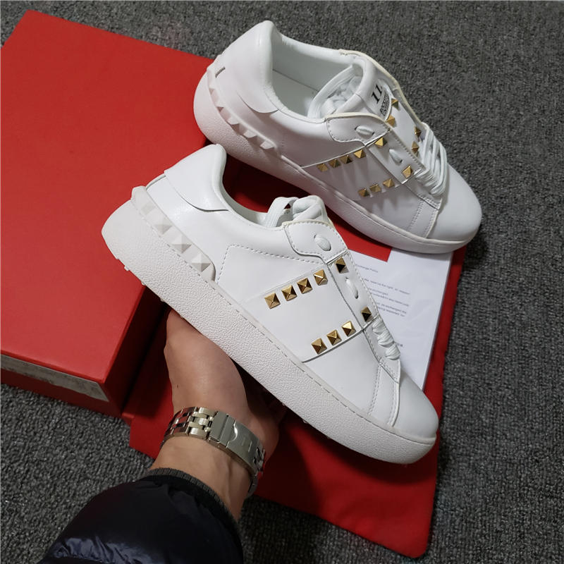 Man Women Shoes Hottest High Quality Luxury Brand Sneakers Fashion Flat Rivet Strap Couples Casual Shoes 35-45