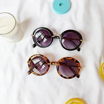 Okulary przeciwsłoneczne dla dzieci śliczne okrągłe mała pszczółka okulary przeciwsłoneczne UV400 plastikowe sportowe okulary przeciwsłoneczne dla dziewczynek chłopców okulary óculos tanie i dobre opinie NoEnName_Null Dziewczyny Owalne ALLOY 46MM Żywica MIUMU 52MM