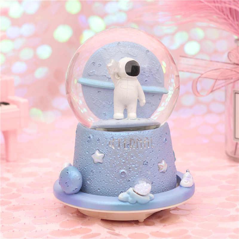Globo di Neve Neve Astronauta Sfera di Cristallo di Rotazione Music Box Castello Nel Cielo Luce di Notte Regalo di Compleanno per Chirdren