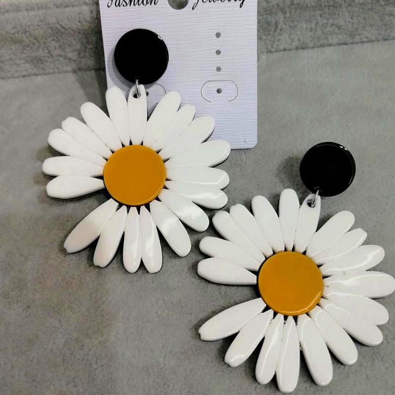 FishSheep новые корейские акриловые серьги-подвески с цветком маргаритки для женщин, белый цветок из смолы большие серьги висюльки 2020, модные ук...