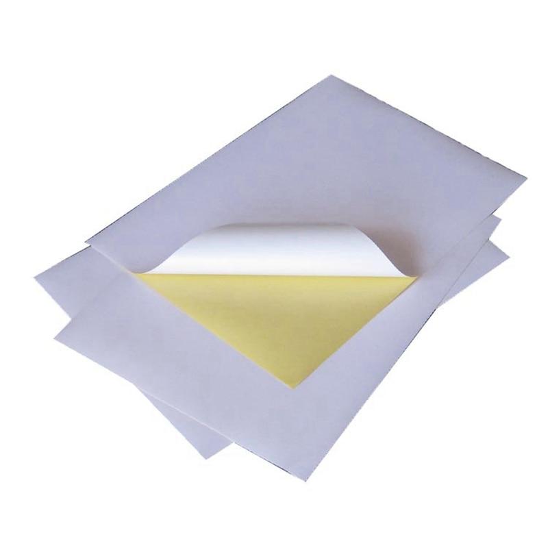 A4 formāta uzlīmju papīra tintes lāzera drukāšanas noliktava iezīmē detaļu etiķetes koksnes mīkstumu. Pašlīmējošais papīrs