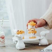 Bonito coelho bolo placa de cerâmica branco coelho pé titular criativo casa decorações enfeites cerâmica acessórios bandeja pastelaria chá