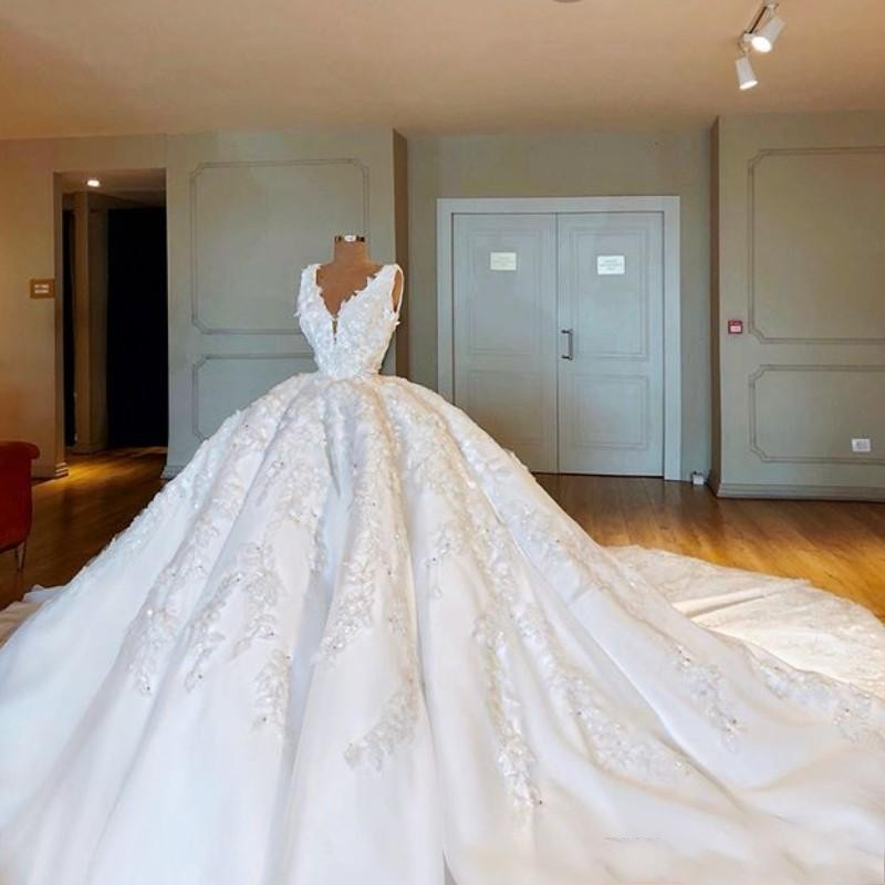Dubai Fabulous White Wedding Dresses Sexy 3D Floral Appliques Beads Ball Gown Bridal Dresses  Arabia Fluffy Wedding Vestidos