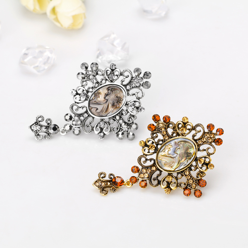 Danrun 39 s new European and American retro alloy diamond shell series beautiful brooch lady corset in stock in Brooches from Jewelry amp Accessories