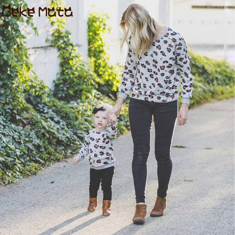 Mommy And Me Clothes Long Sleeve Leopard Print Family Look Mother Daughter T-shirt Knitted Mom And Daughter Clothing Outfits