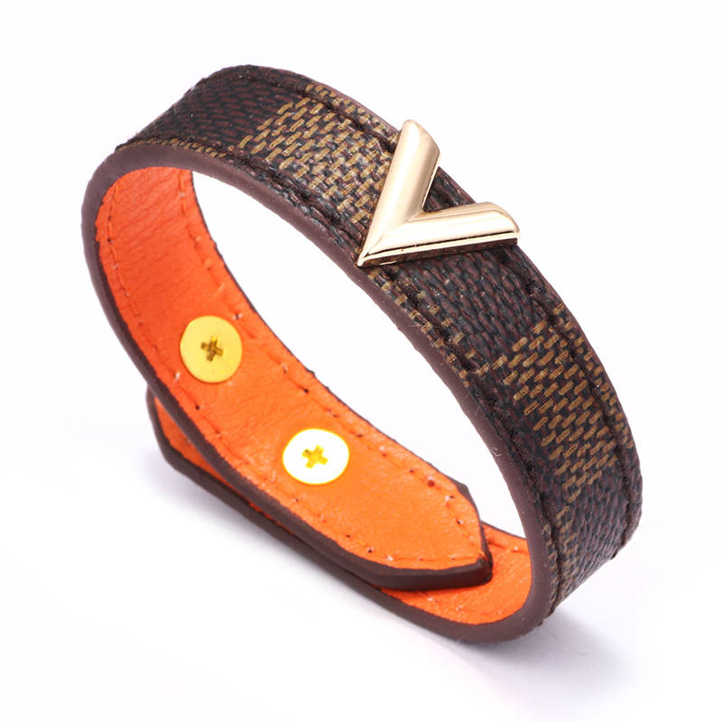V-shaped golden brown checkered leather bracelet Metal decoration fashion catenary leather for women man