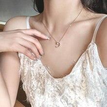 На рассвете лаконичное ожерелье из розового золота с Луной и