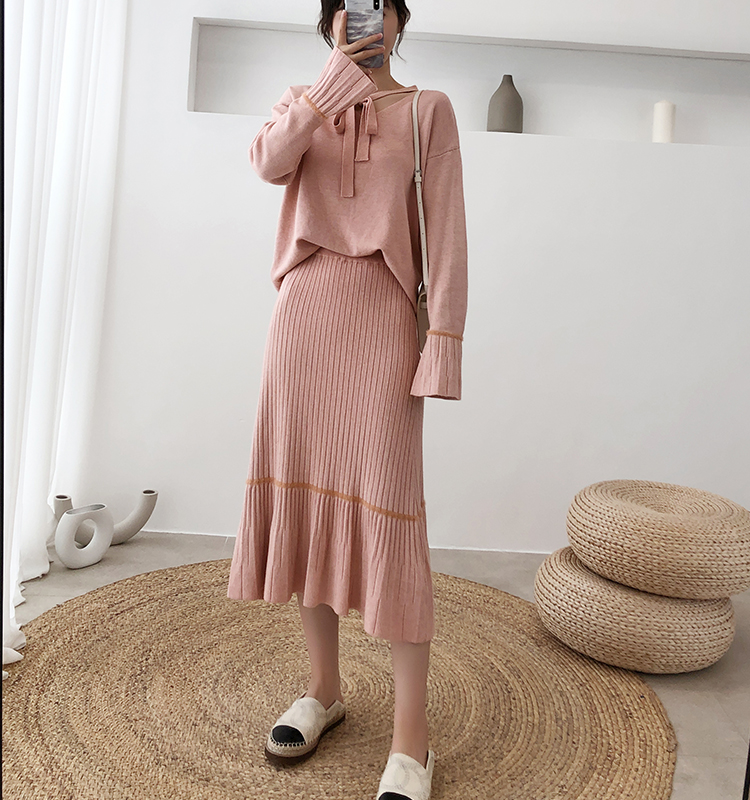 H69f79d9c116a4b53944998ba09d69b7dg - Autumn / Winter V-Neck Flare Sleeves Jumper and A-Line Midi Skirt