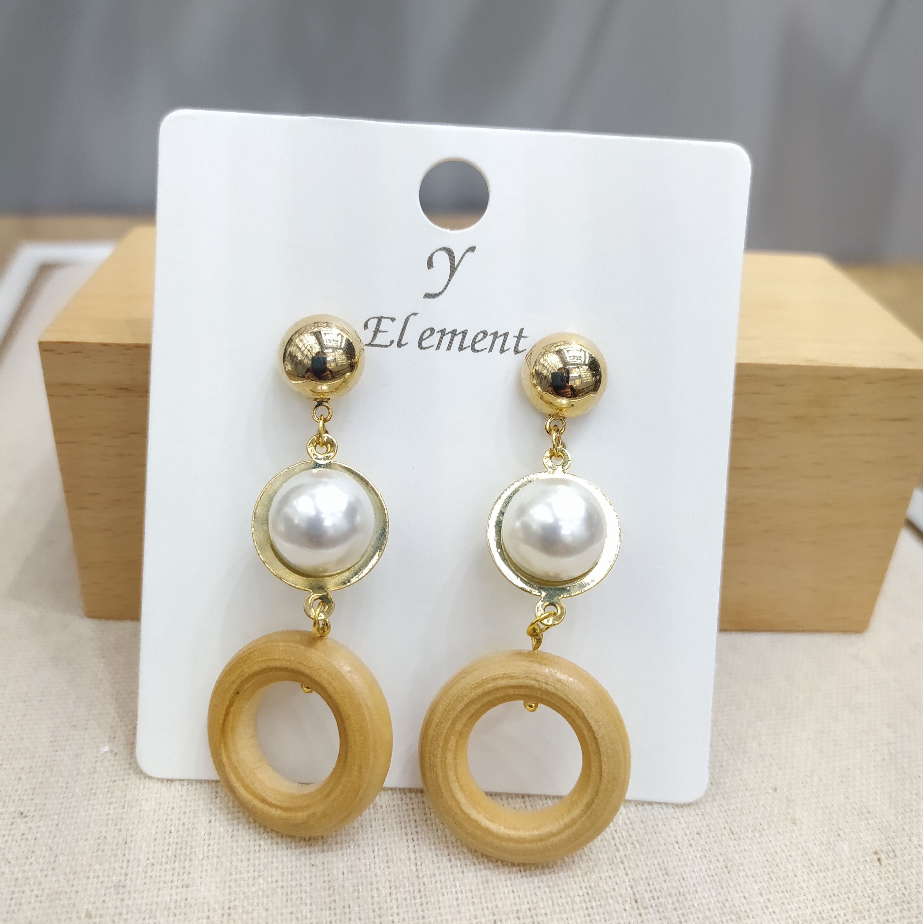 Купить с кэшбэком Y-e New Cost-effective Designed For Women Fashion Geometric Round Pearl Natural Splicing Circle  Wooden Earrings Jewelr Rushed