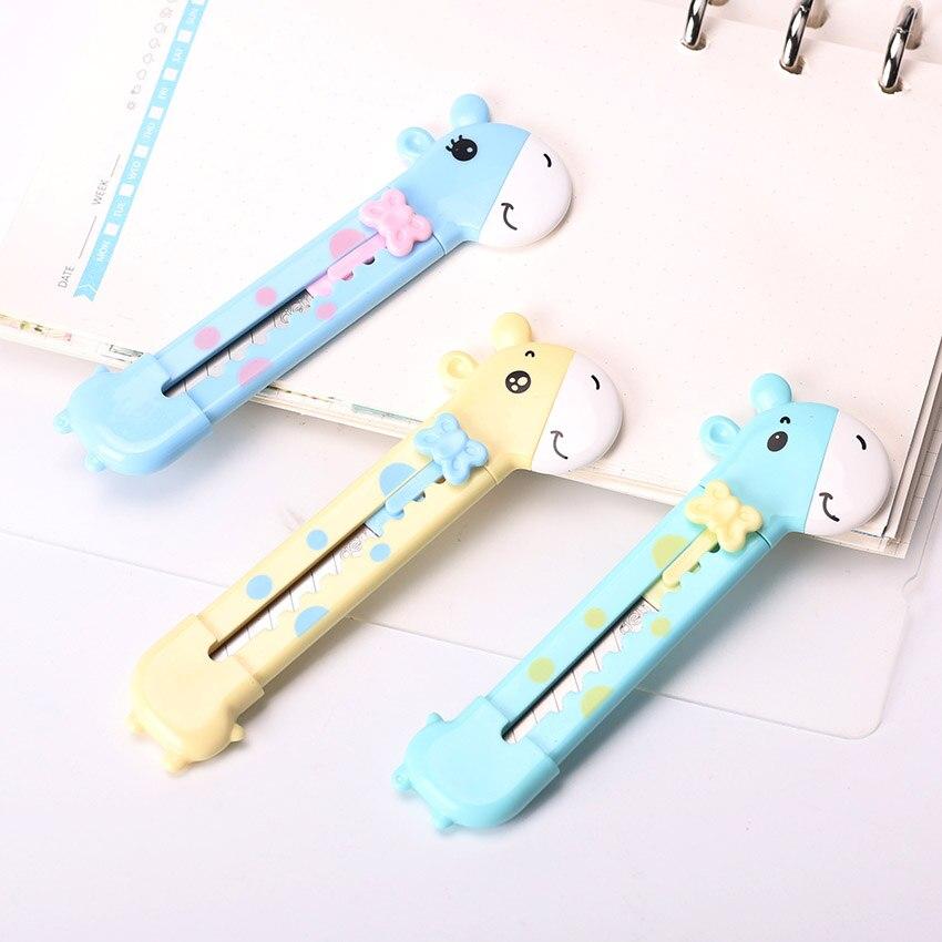 Random Lovely Small Giraffe  Paper Cutting Knife Letter Opener Box Cutter Plastic Utility Knife Student Supplies 1PC