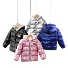 Ubranka dla dzieci zimowe puchowe wyściełane kurtki dla chłopców i dziewcząt jasne boczne pogrubione ciepła watowana wyściełane kurtki dla chłopców i dziewcząt tanie tanio KEAIYOUHUO Unisex Nowość 13-24m 25-36m 3-6y CN (pochodzenie) Z kapturem 2974 COTTON Białe kaczki dół REGULAR Pasuje prawda na wymiar weź swój normalny rozmiar