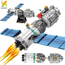 804PCS Space Manned Spacecraft Building Blocks Astronaut figures City Aerospace Rocket Model Bricks Toys For Children Gifts space station saturn v rocket building blocks city shuttle launch center atellite astronaut figure bricks set children toys gift