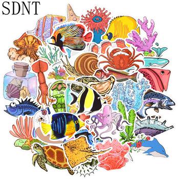 50 sztuk ryby morskie naklejki ze zwierzętami Ocean świat rośliny koral meduzy Cute Cartoon wodoodporna naklejka dzieci album do scrapbookingu DIY naklejki tanie i dobre opinie SDNT CN (pochodzenie) 3CM ~8CM Waterproof PVC Leave no trace Bright Colors No-duplicate 40g pack SD-DK-HYDW-50 none