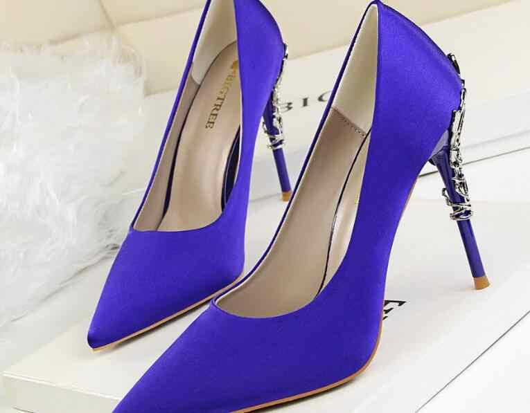 Di modo Degli Alti Talloni Delle Donne scarpe di San Valentino Blu Verde Pompe Femminile Raso Tacchi A Spillo classico Fetish Seta Glitter Scarpe Rosa