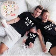 Engraçado papai mamãe bebê 2021 família combinando roupas de algodão pai filho mãe e filha tshirts bebê crianças tshirt