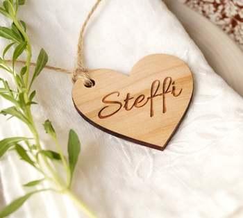 24 szt Spersonalizowana grawerowana karteczka z miejscem dla gości imię dziecka serce tagi na ślub urodziny chrzest torby na prezenty przysługę tanie i dobre opinie I MISS FLY Drewna