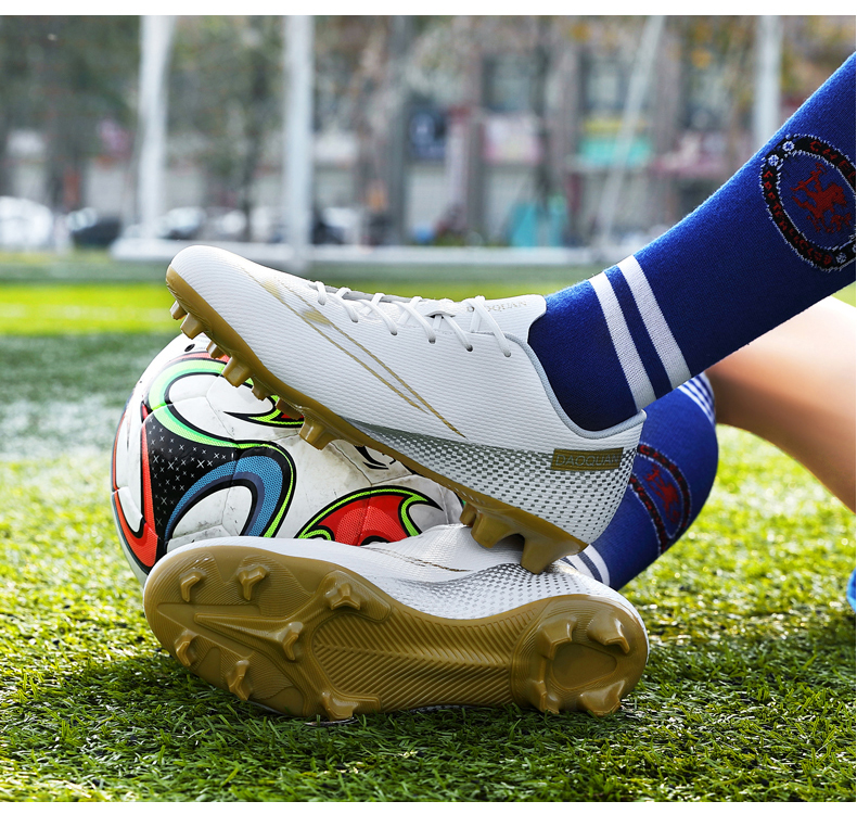 Large Size Long Spikes Soccer Shoes Outdoor Training Football Boots Sneakers Ultralight Non-Slip Sport Turf Soccer Cleats Unisex