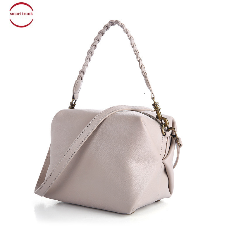 Head Layer Cowhide Woman Package Weave Bring Woman Package Solid Color Genuine Leather Solid Color Small Square Package