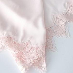 Image 5 - Owiter Bata de encaje satinada para mujer, bata de novia para dama de honor, bata de boda, ropa de dormir, albornoz blanco, 2019