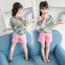 2019 new girls' summer wear cuhk children's Korean short-sleeved cotton off-the-shoulder shorts with floral two-piece pieces