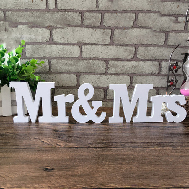 1 set/3 pcs Wedding Decor White Mr & Mrs Letter Sings Marriage Party Table Decorations Valentine's Day Wedding Sign Hot