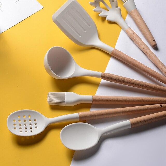 Branco cozinhar utensílios de cozinha ferramenta de silicone com alça multifuncional de madeira antiaderente espátula concha ovo batedores pá 4